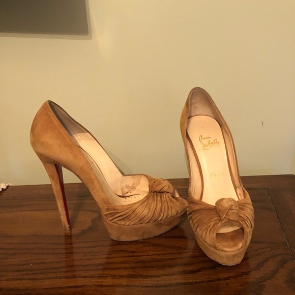 christian louboutin beige peep toe pumps